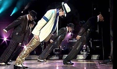 فالفيديو: سرّ رقصة مايكل جاكسون المستحيلة… فلا تجربّوها