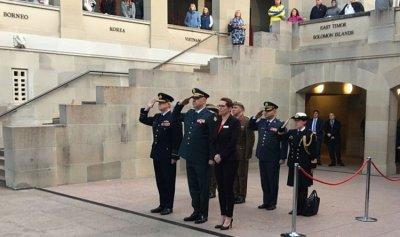 قائد الجيش وصل الى استراليا وعرض مع قائد القوات المسلحة التعاون العسكري