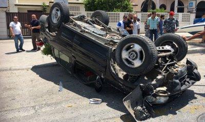 بالصورة: فقد السيطرة وارتطم بسيارة مركونة إلى جانب الطريق