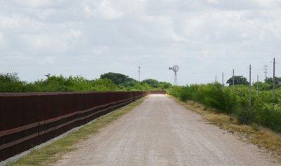 وفاة 5 مهاجرين لدى محاولتهم الفرار من شرطة الحدود الأميركية