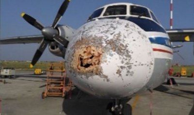 البرد يهشم واجهة طائرة ويجبرها على الهبوط الإضطراري في روسيا