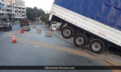 بالصور: كارثة على طريق المتن