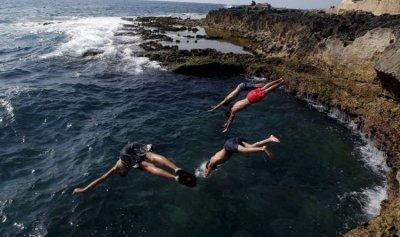 مَن يستهدف الموسم السياحي في لبنان؟