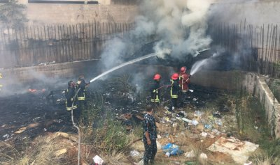 بالصور: اطفاء بيروت يخمد حريق اخشاب في منطقة قصقص