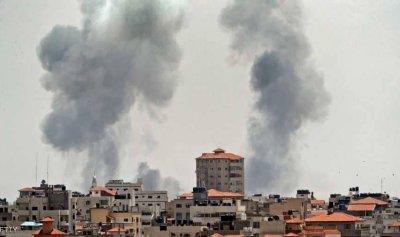 """غارات إسرائيلية على غزة.. و""""حماس"""" ترد بقذائف"""