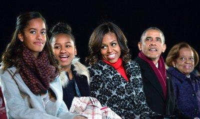 بالفيديو: أوباما يزور بلده الأصلي كينيا ويرقص مع جدته