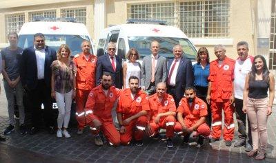 سيارتا إسعاف هبة من وزارة الخارجية الهولندية إلى الصليب الأحمر اللبناني
