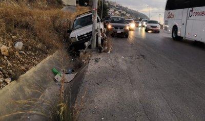 بالصورة: جريحة في حادث سير على أوتوستراد القلمون