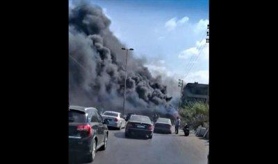 بالصورة: دخان حريق المحمرة يحجب الرؤية أمام السائقين
