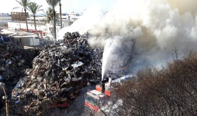 خاص بالفيديو: حريق عند اوتوستراد الغازية يتسبب بحادث سير
