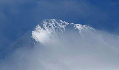 """بالفيديو: مغامر يقفز من أعلى """"قمة الموت"""" في سويسرا"""