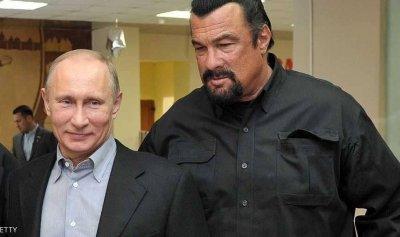 من التمثيل إلى الخارجية الروسية… سيغال يروي تفاصيل عمله