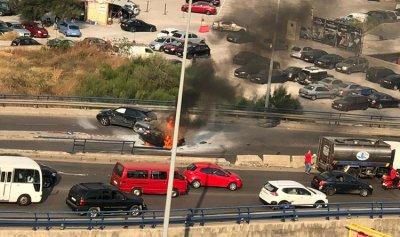 خاص بالفيديو: انقلاب سيارة واحتراقها على جسر العدلية