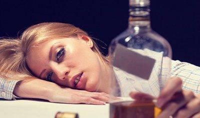 دس المخدرات بمشروبات الفتيات… ظاهرة مخيفة تنتشر