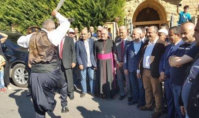 بالصور: استقبال شعبي لبو عاصي في عيناتا ورئيس بلديتها يولم على شرفه