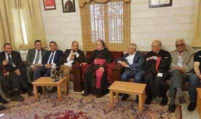بالصور: لقاء شعبي لبو عاصي في مطرانية بعلبك- دير الاحمر