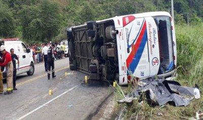 12 قتيلًا و23 جريحًا في حادث انقلاب حافلة في الإكوادور