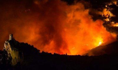 إجلاء مئات السكان بسبب حريق في إيطاليا