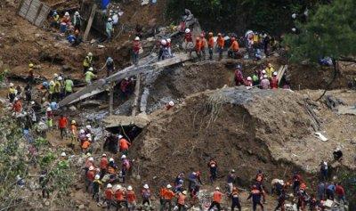 """بالصور: ارتفاع ضحايا إعصار """"مانكوت"""" إلى 81"""