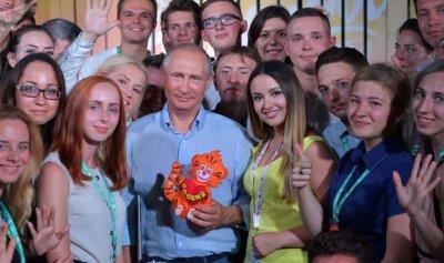 بالفيديو: بوتين وجنون النساء
