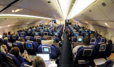 بالفيديو: تهديد وتصدي بطولي داخل الطائرة