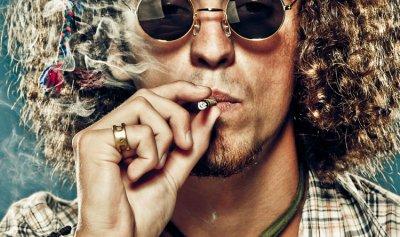 للباحثين عن العمل… تدخين الماريجوانا مقابل 50 دولارًا