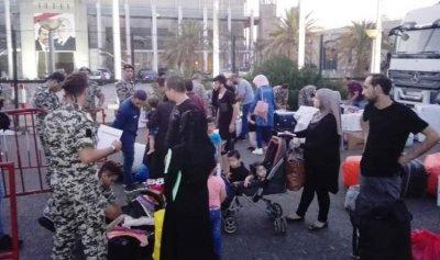 نازحون سوريون يعودون إلى وطنهم