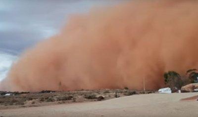 بالفيديو: مدينة أسترالية مغطاة بالتراب