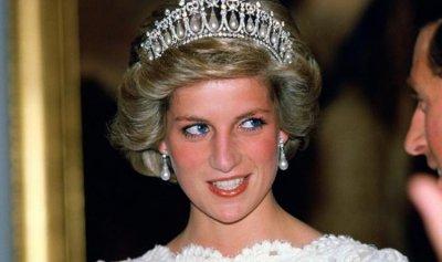 بالفيديو ـ فستان الأميرة ديانا يُربكها في يوم زفافها
