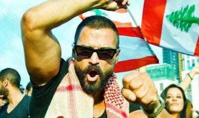 """بالفيديو ـ وسام حنا يطالب بتوقيف امرأة تصرخ: """"ولادي بلا أكل"""""""