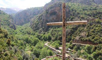 رحلة جورج حايك في الوادي المقدس… من صومعة النساك الى أيدي المؤمنين