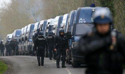 """الشرطة الفرنسية تهدد: سوف ننضم إلى """"السترات الصفراء"""""""