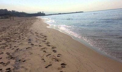 تنظيف شاطئ الرملة البيضاء بالمعدات الحديثة