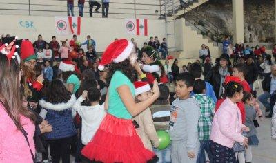 """بالصور: حفل للأطفال وتوزيع الهدايا من قبل """"القوات"""" – بلاط"""