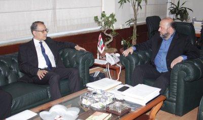 الرياشي بحث مع السفير المصري في زيارته للقاهرة