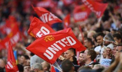 """ليدز يونايتد """"بعشرة لاعبين"""" يصعق مانشستر سيتي"""