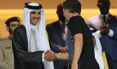 أمير قطر يتوج منتخب البحرين بكأس الخليج