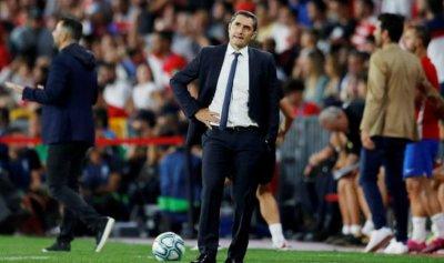 كيف برر مدرب برشلونة نتائج الفريق السلبية؟