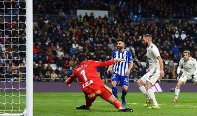 """برشلونة يأمل بـ""""معجزة"""" من خصمي ريال مدريد"""