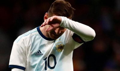 ميسي يضيع نصف مليون دولار على الاتحاد الأرجنتيني