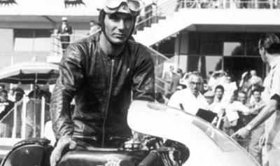 وفاة بطل العالم لسباقات الدراجات النارية لتسع مرات