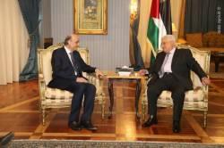 الرئيس محمود عباس، خلال استقباله سمير جعجع في مقر اقامته